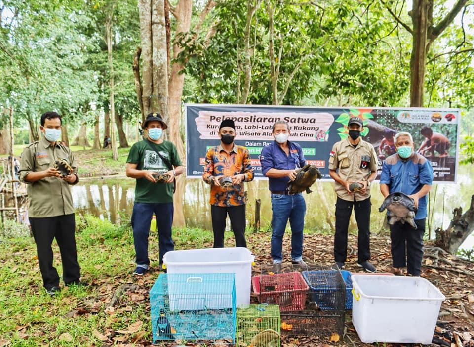 BBKSDA Riau melepasliarkan puluhan satwa liar di kawasan konservasi. Foto : BBKSDA Riau